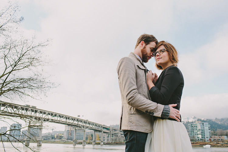 portland waterfront park engagement photo 002