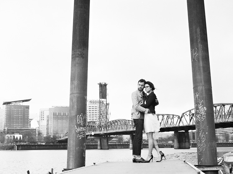 portland waterfront park engagement photo 013