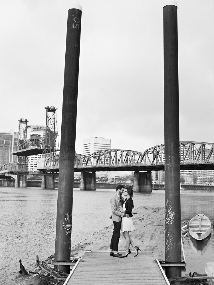 portland waterfront park engagement photo 016