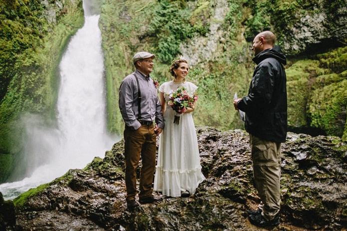 wahclella-falls-elopement-0012