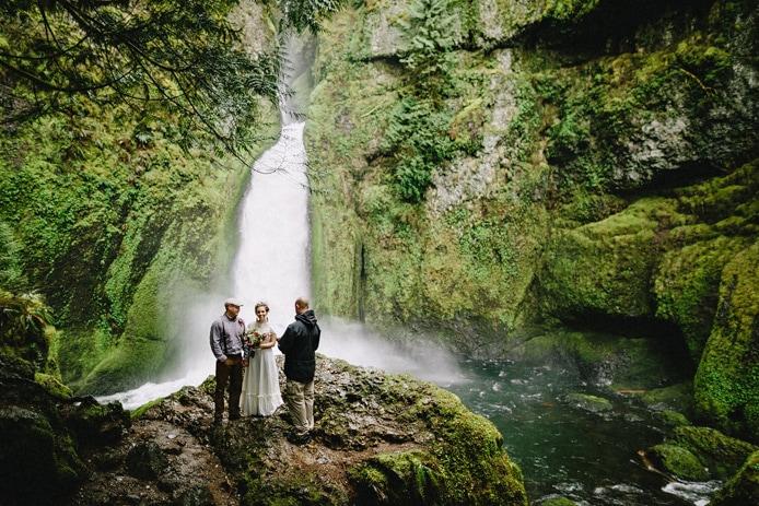 wahclella-falls-elopement-0013