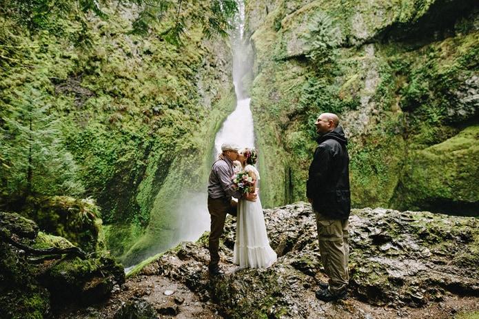 wahclella-falls-elopement-0015