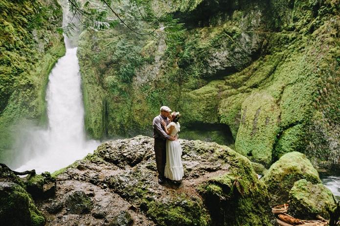 wahclella-falls-elopement-0017