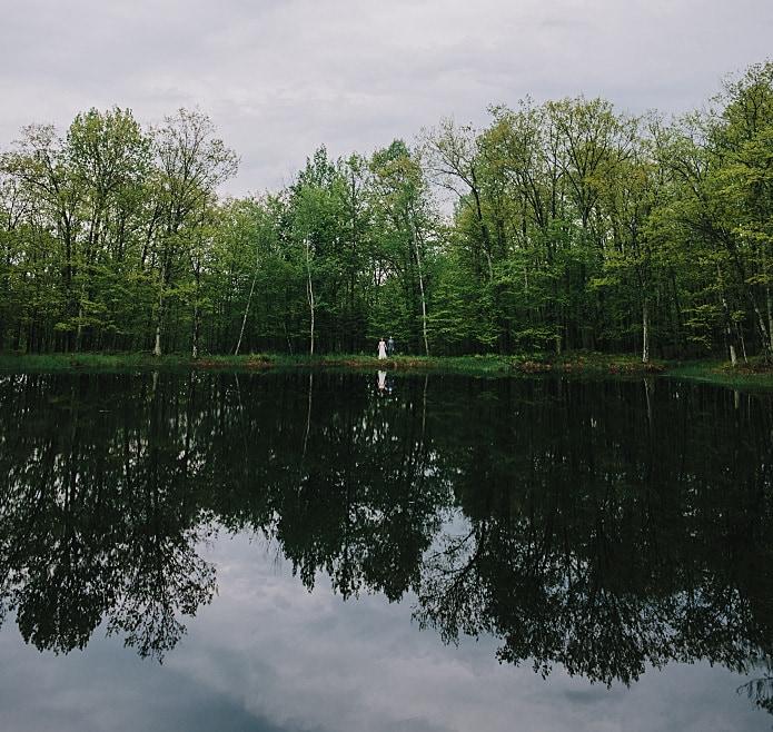 bride-groom-reflection-trees
