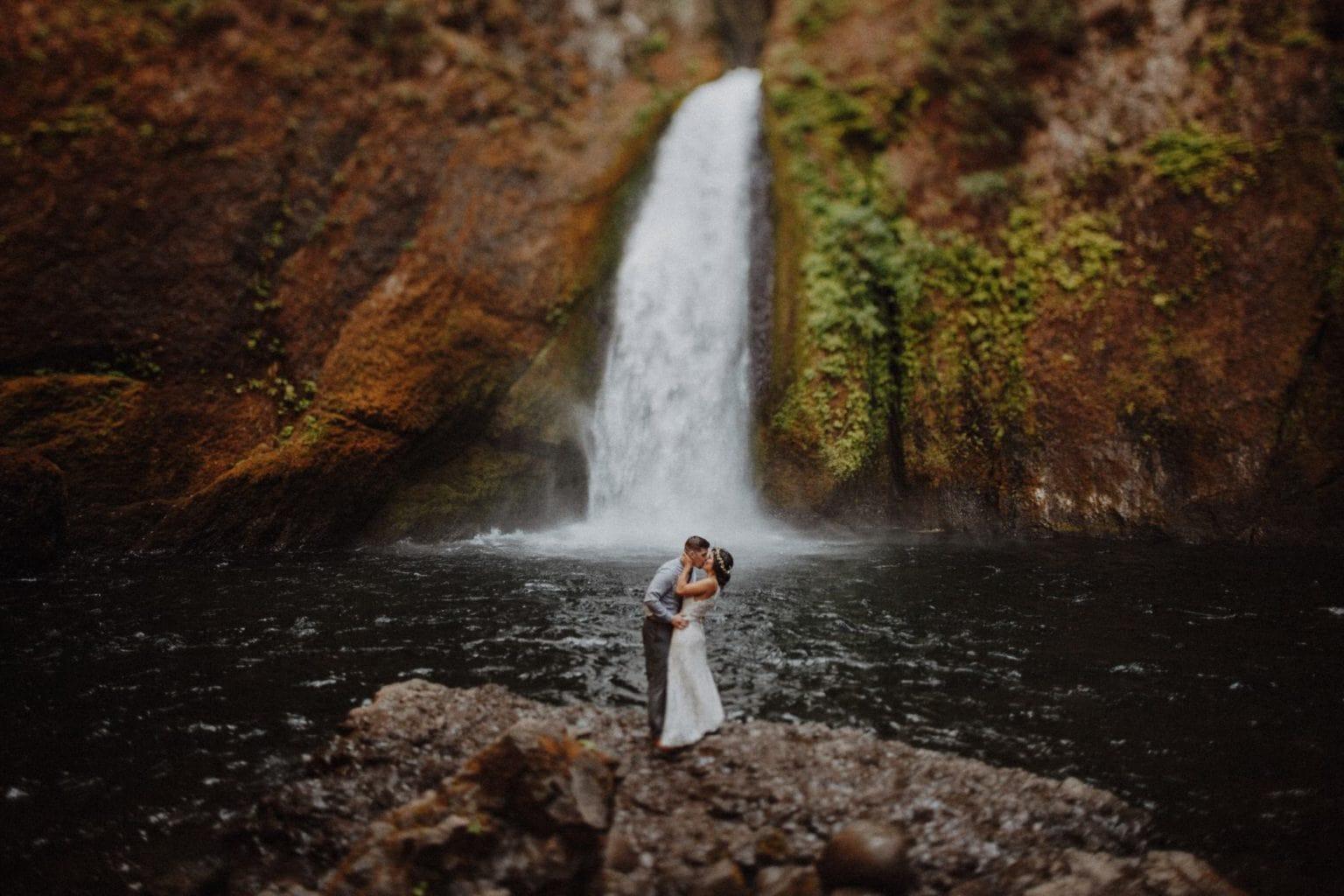 wahclella falls wedding photo