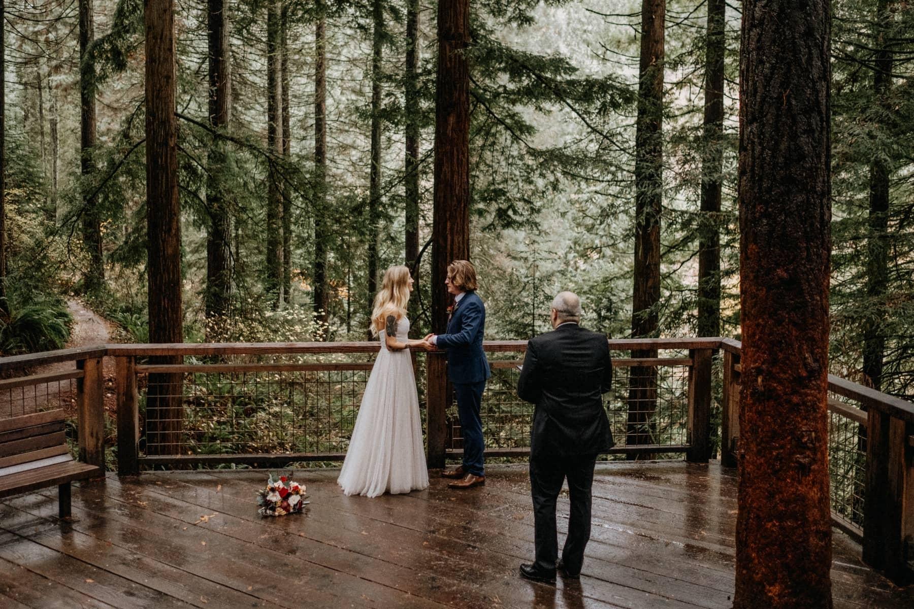 redwood deck wedding venue in portland oregon