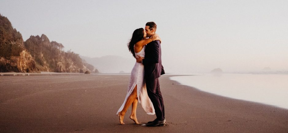 couple kissing at cannon beach by portland wedding photographer dylan m howell