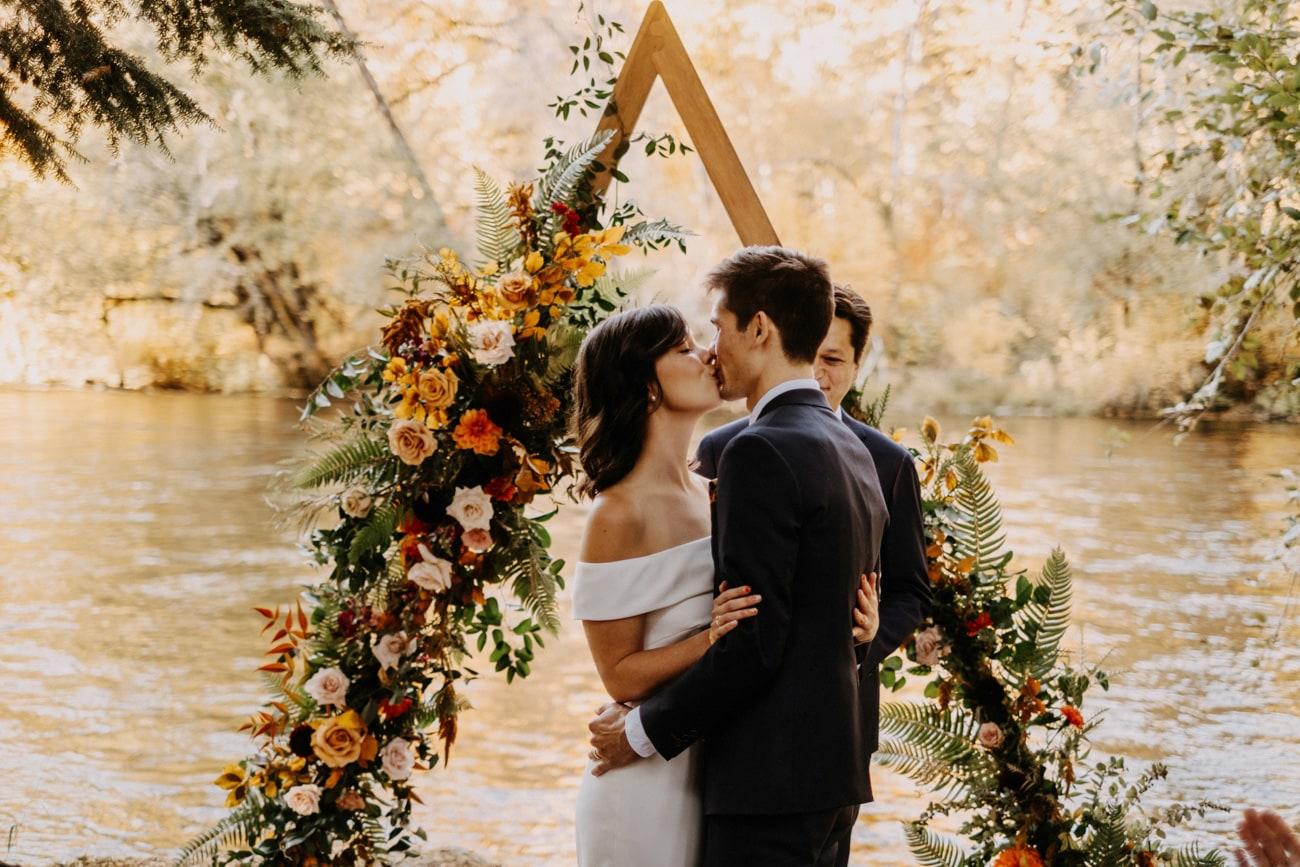 kiss at loloma lodge wedding